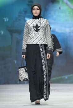 IFW 2015 – Tuty Adib – The Actual Style....inspirasi batik formal di kantor ;)