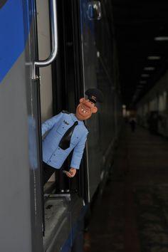 — Псс, не хочешь немного «Осторожно, двери закрываются!»?