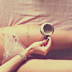 Toute la signification sur : http://tatouagefemme.eu/tatouage-phrase-femme/ #tatouagephrase #tatouage #tatouagefemme #phrase