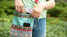 She Makes This Awesome Zippered Crossbody Bag That's So Cool For Travel! | DIY Joy Projects and Crafts Ideas