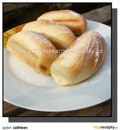 Mléčné francouzské houstičky: Z určených surovin umícháme omládek a necháme ho 45-60 minut kynout. Přidáme zbytek surovin a necháme pekárnou jen umíchat těsto, ve vypnuté,...