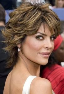 """Lisa Rinna continues to wow us with her style and personality till date.Read More """"Lisa Rinna Hairstyles"""" Shaggy Short Hair, Short Shag Hairstyles, Shaggy Haircuts, Short Layered Haircuts, Haircuts For Fine Hair, Cool Hairstyles, Shaggy Bob, Layered Hairstyles, Long Shag"""