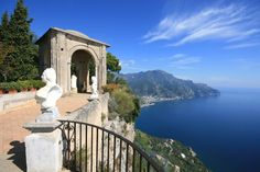 Terrace of Infinity in Villa Cimbrone in #Ravello, above the blue waters of the Mediterranean sea