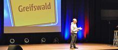 Bernhard Hoecker 2014 in Greifswald | haus neuer medien
