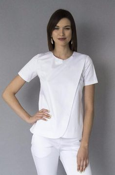 Poison Atelier luxury brand of medical apparel made in Los Angeles for doctors who finds wearing regular scrubs unacceptable. Scrubs Outfit, Scrubs Uniform, Dental Uniforms, Beauty Uniforms, Stylish Scrubs, Doctor Scrubs, White Scrubs, Uniform Design, Medical Scrubs