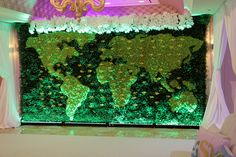 The world map escort card wall design with living plants