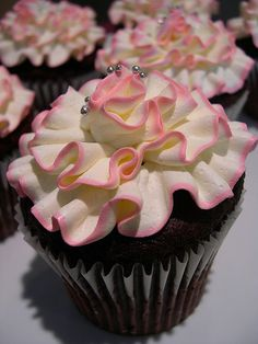 ruffle cupcake--so pretty!!  fl