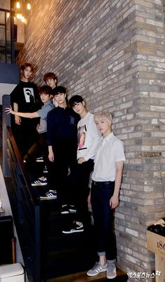 If it wasn't already clear who's the tallest 😂 Park Jin Woo, Jinjin Astro, Cha Eunwoo Astro, Astro Wallpaper, Lee Dong Min, Astro Fandom Name, Fotos Goals, Pre Debut, Team Pictures