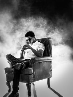 Thaliva mass look Actor Picture, Actor Photo, Mersal Vijay, Actor Quotes, Actors Images, Hd Images, Vijay Actor, Galaxy Pictures, Celebrity Drawings