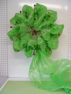 Christmas Wreath Tutorial using Deco Poly Mesh, Pencil Ball Work Wreath and RAZ Christmas Cookie Decorations