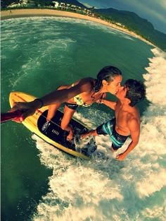 Surf lovers egiis hybrid selfie monopod the ultimate acc Romantic Couples, Cute Couples, Romantic Gifts, Gopro, Instagram Selfie, Sup Stand Up Paddle, Sup Surf, Cute Couple Pictures, Daily Pictures