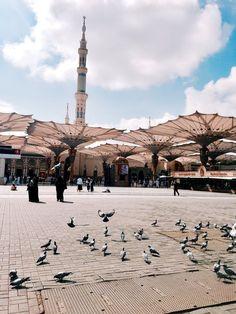 Sizin kadar hür olsaydım, ayrılmazdım Medine-i Münevvere'den. Mecca Madinah, Mecca Masjid, Masjid Al Haram, Islamic Wallpaper Hd, Mecca Wallpaper, Allah Wallpaper, Beautiful Mosques, Beautiful Places, Whatsapp Apk