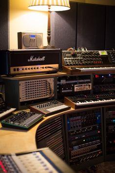 No.1 Baltic Place Vibe Gallery -Dalston Recording Studio | Miloco