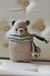 Bear's scarf is knitted