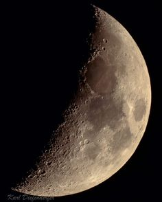 A first quarter moon rises at noon and is highest at sunset. Next full moon is January 12 at 11:34 UTC.