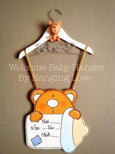 Welcome Baby Hanger By Hanging Love.   Cuélgalo de la puerta del cuarto del hospital donde nacerá el bebe
