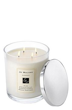 perfect holiday candle // gifts for your boss // jo malone // holiday presents // best scents