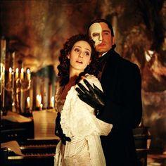 Emmy Rossum as Christine and Gerard Butler as The Phantom inThe Phantom of the Opera (2004).