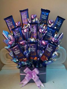 If I expect from someone,i wish to gift me lyk ds 🖤🖤🖤🖤 Chocolate Basket, Dairy Milk Chocolate, Cadbury Dairy Milk, Cadbury Chocolate, Chocolate World, I Love Chocolate, Chocolate Bouquet, Chocolate Gifts, Chocolate Lovers