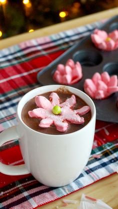 Pop these marshmallows into your hot chocolate and watch them bloom into pretty poinsettias! Chocolate Bomb, Hot Chocolate Bars, Chocolate Cups, Recipes With Marshmallows, Marshmallow Recipes, Red Food Coloring, Candy Melts, Dessert Recipes, Xmas Desserts