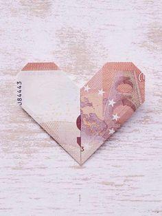 Tolles Geschenk: So faltest du aus einem Geldschein ein Herz