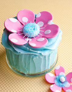 How to make a polka dot flower cake topper • CakeJournal.com