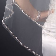 Close-up of Double Layer Fingertip Length Cut Edge with Pearls, Bugle Beads & Sequins Veil (2496)
