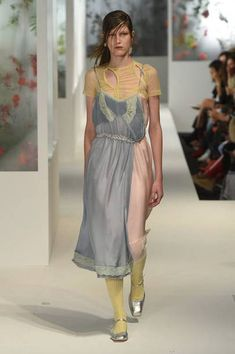 See all the Collection photos from Preen By Thornton Bregazzi Spring/Summer 2018 Ready-To-Wear now on British Vogue Quirky Fashion, High Fashion, Fashion Show, Fashion Details, Fashion Design, Fashion Ideas, Runway Fashion, Womens Fashion, Editorial Fashion