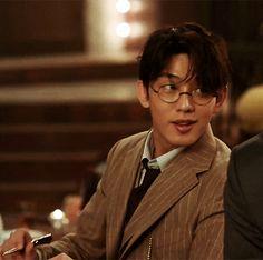 "6 Reasons You Should Watch ""Chicago Typewriter"" Yoon Park, Korean Male Actors, Dramas, Yoo Ah In, Boy Models, Cute Actors, Kdrama Actors, Korean Entertainment, Korean Star"