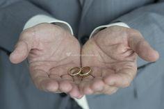 Los anillos de Phos Photography | www.matrimonio.com.co