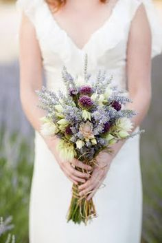 I love this rustic lavender bouquet!  Mad props to the original designer of this beauty.  =)