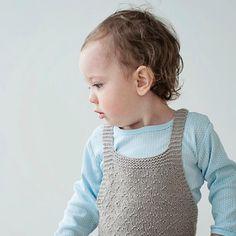 «Godingen min  #hjertetmitt#romper#guttestrikk#guttestrikkeboka#strikkedilla#instaknit#babystrikk#børnestrik#knit#knitforkids»