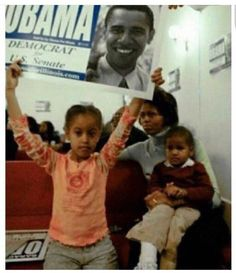 First Lady Michelle Obama With Daughters Malia and Sasha Obama Black Presidents, Greatest Presidents, American Presidents, American History, Barack Obama Family, Malia Obama, Obamas Family, Obama Daughter, First Daughter