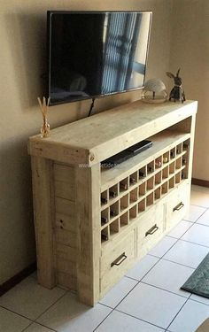 1 pallet side table with bottle storage