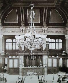 A Nyugati pályaudvar étterme - 1877. október 24. Klösz György fotója Ma itt üzemel a világ egyik legszebb McDonald's étterme.