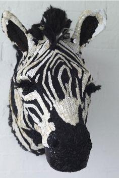 Дорогие читатели, я хочу познакомить вас с творчеством потрясающего дизайнера из Англии Доньи Ковард (Donya Coward). Донья создает свои работы с использованием антикварных викторианских тканей, вышивок и фурнитуры, а также винтажных французских кружев. Сама мастерица называет себя 'текстильным таксидермистом' (таксидермия — способ изготовления чучел животных) и говорит о том, что ее работа…