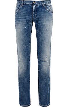 Gerade geschnittene Herren-Jeans von Dolce im modischen Vintage-Look in Blau. Mit diversen Abnutzungen, seitlichen Eingriffstaschen, Münztaschen, Gesäßtaschen, Logo-Applikation aus Messing. Aus reiner Baumwolle gefertigt.