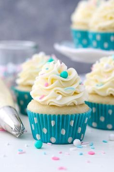 This is a homemade Moist Vanilla Cupcake recipe using oil instead of butter to produce a dense and sponge-like cupcake. The results are perfect cupcakes every time! This is a quick and easy vanilla cupcake recipe that is also versatile and can be adapted Vanilla Cupcake Recipe Using Oil, Moist Vanilla Cupcakes, Vanilla Frosting, Cupcake Frosting, Cupcake Cakes, Cupcake Piping, Vanilla Cupcake Recipes, Cupcake Recipes Easy, Homemade Vanilla Cupcakes