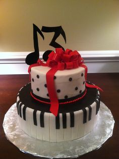 Musical notes, piano, big bow cake