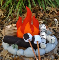 I totally want this so I can put a little cute felt fire in my unused fireplace in my rented town house. Boo on it being so expensive. /// Felt Campfire Toy With Felt Marshmallows Playset by HopewellCreek, $85.00