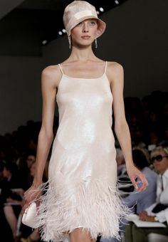Shown are fashions from the spring 2012 Ralph Lauren Collection is modeled during Fashion Week in New York. The fashion cycle is predictable in that everything old becomes new Style Année 20, Mode Style, Gatsby Style, Flapper Style, 1920s Style, Flapper Outfit, 1920s Flapper, Fashion Week, Fashion Show