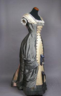 Victorian dress, c Czech. Museum of Decorative Arts, Prague. 1870s Fashion, Edwardian Fashion, Vintage Fashion, Victorian Gown, Victorian Costume, Vintage Outfits, Vintage Gowns, Historical Costume, Historical Clothing