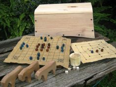Reproduction Viking Age game set with storage chest Medieval Bed, Medieval Games, Vikings Live, Norse Vikings, Larp, Viking Party, Renaissance, Projects To Try, School Projects