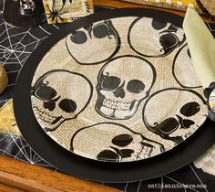 DIY Tutorial - Skull Plate - easy to make with dollar store Halloween napkins, Mod Podge and a clear glass plate