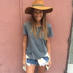 Joana Freitas Summer Looks, Spring Summer, V Neck, Shirt Dress, Hats, How To Wear, Portuguese, Outfits, Beauty