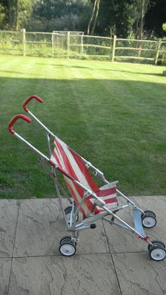 Maclaren want this.im obsessed. 1980s Childhood, My Childhood Memories, Baby Transport, Nostalgia 70s, Vintage Pram, Prams And Pushchairs, Baby Buggy, Baby Prams, Child Hood