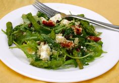 California Pizza Kitchen Style Quinoa & Arugula Salad Recipe - had this the other day at CPK - salmon on top. Was AMAZING. Casseroles, Chili, Arugula Salad Recipes, Asparagus Salad, Caprese Salad, California Pizza Kitchen, Cooking Recipes, Healthy Recipes, Healthy Meals