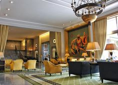 From the impressive artwork and beautiful furniture across the hotel to the glamorous chandeliers dangling from the ceiling the Four Seasons Ritz in Lisbon gives off a vibe of pure class and sophistication