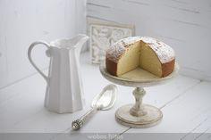 Tenía muchas ganas de hacer este bizcocho de leche caliente de Isabel, más conocida por su Aliter Dulcia, un paraíso para los que estáis cerca de Gijón.