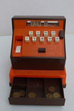 I had this cash register - ma caisse enregistreuse :-) 90s Childhood, Childhood Memories, Die Siebziger, Nostalgia 70s, Silhouette Cameo Tutorials, Cash Register, 80s Kids, Sweet Memories, Old Toys